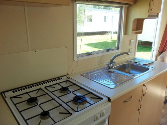 Landguard Holiday Park - Park Resorts: Bronze kitchen