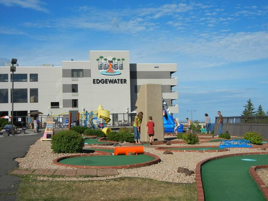 Edgewater Hotel & Waterpark: Mini golf