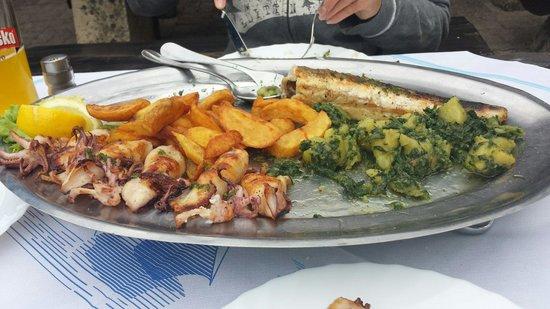 Santa Marina: Haben schon angefangen zu essen , es fehlt also schon was auf dem Bild