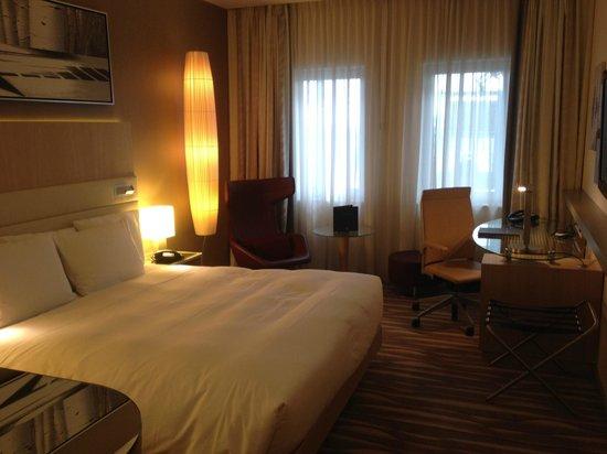 Hilton Frankfurt Airport Hotel: vue de la chambre