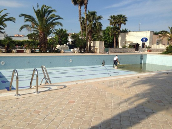 Merine Apulia, Italia: This is what reality looks like on the pool