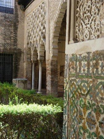 Alcázar: Exquisite tile work