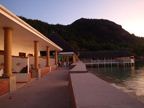 Le Domaine de La Reserve : 4 beachfront rooms, 2 out of that are spacious family rooms