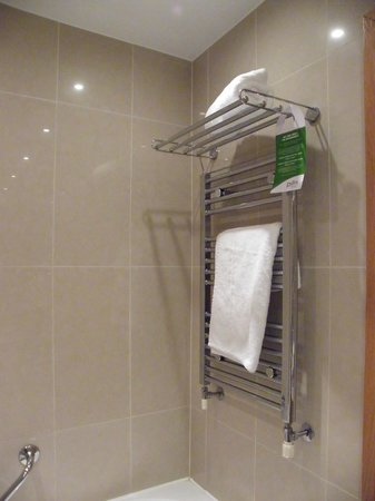 Pillo Hotel Ashbourne: not quite enough towels for 3 people