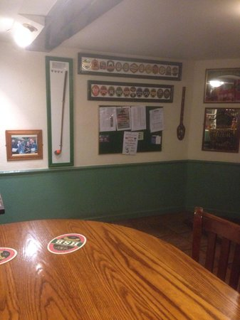 The Robin Hood: In side of pub