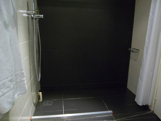 Oriente Atiram: Disabled shower!