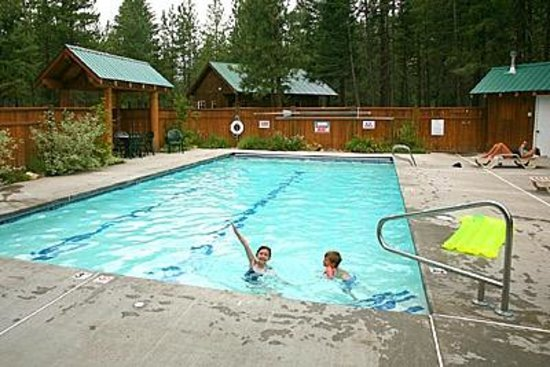 Mazama Country Inn: Swimming Pool