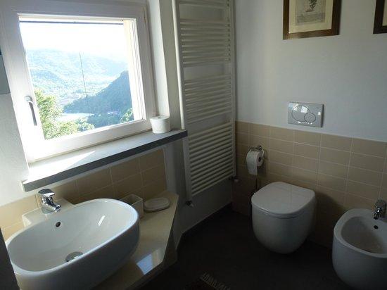 Villa Paggi Country House: salle de bain avec vue !
