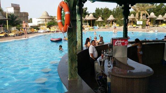 Park Inn by Radisson Sharm El Sheikh Resort: Pool Bar Area