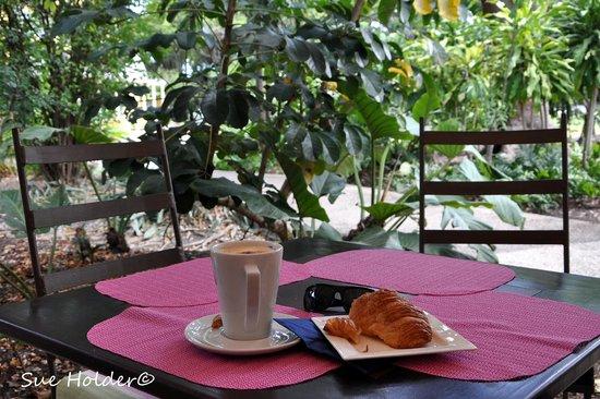 Coffee Barbados Cafe: Solo visit coffee & croissant.