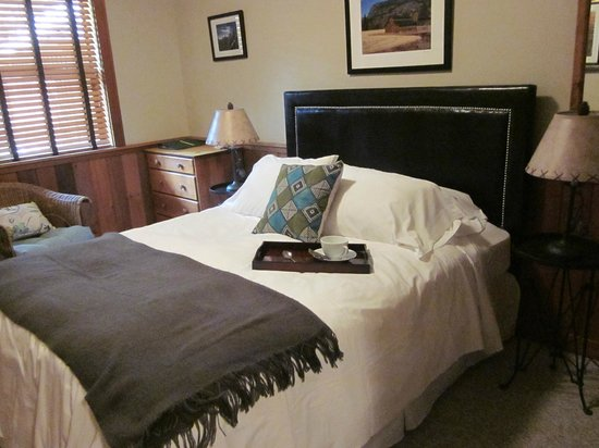 Mazama Country Inn: A ROOMS