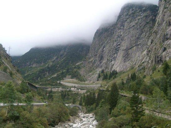 Teufelsbrücke : Berge zwischen Andermatt & Göschenen