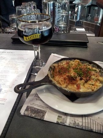 Mussel Bar & Grille: mac and cheese gratin.