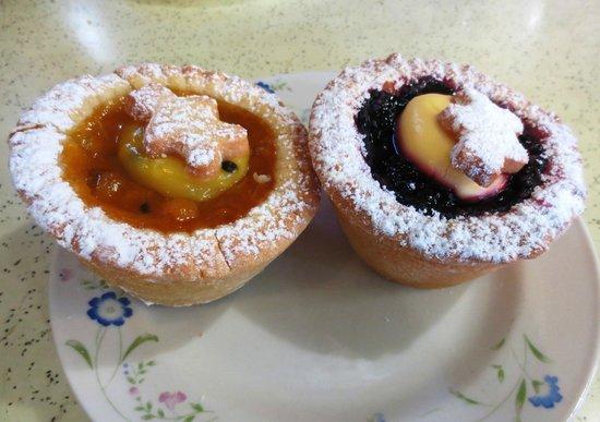 Banana Pepper Cafe: Fruit tarts - passionfruit & Boysenberry