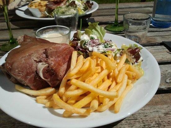 Brasserie La Gérômoise : jarret de porc maigre avec sa garniture copieuse
