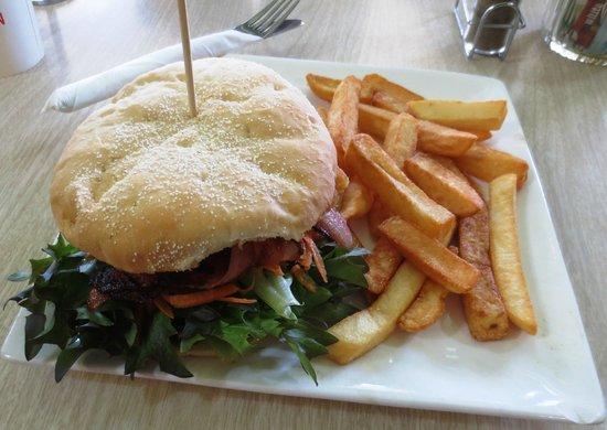 Banana Pepper Cafe: Great burger & chips