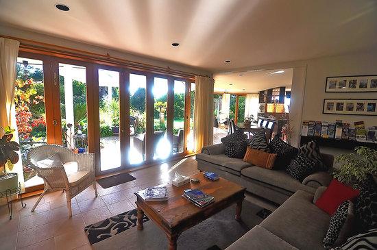 Moon Gate Villa: Guest Lounge