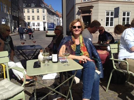 Ved Stranden 10: Enjoying the wine and sunshine