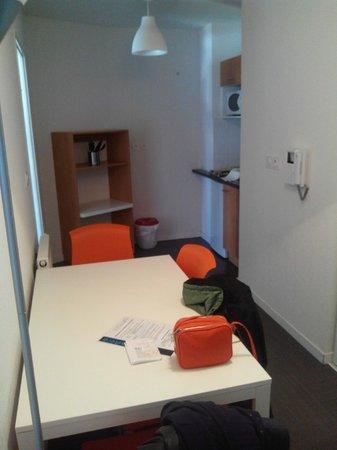 Apparteo Montpellier : hall, cuisine