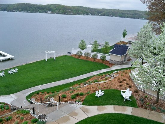 Bay Pointe Inn & Restaurant: View of Gun Lake from deck