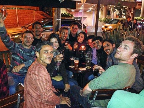 Bogota Beer Company: Galera curtindo a breja