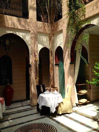 Riad Dar Anika: Courtyard