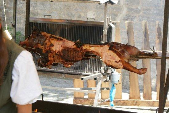 Glocke Hotel : pig roast