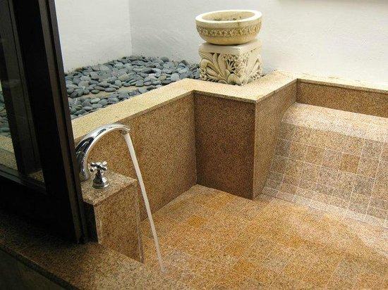 Pangkor Laut Resort: 外風呂