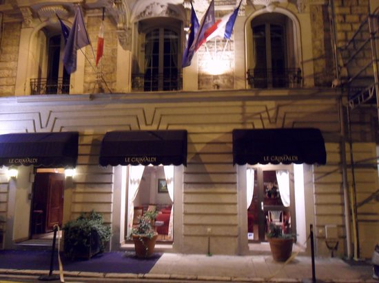 Le Grimaldi: View of the front of the hotel