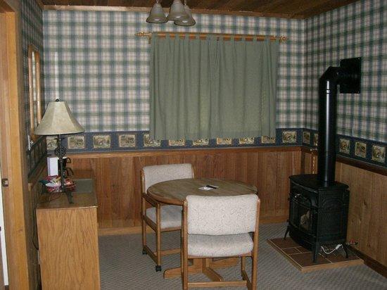 Mazama Country Inn: D ROOMS