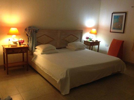 Bougainvilla Hotel: Bedroom