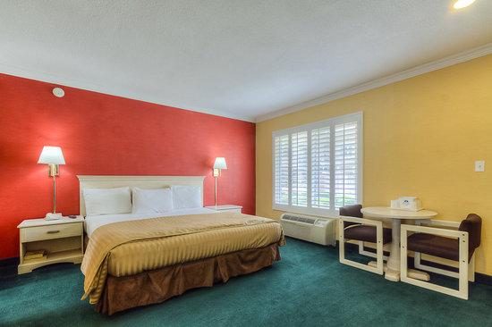 Americas Best Value Inn & Suites: Jacuzzi Suite