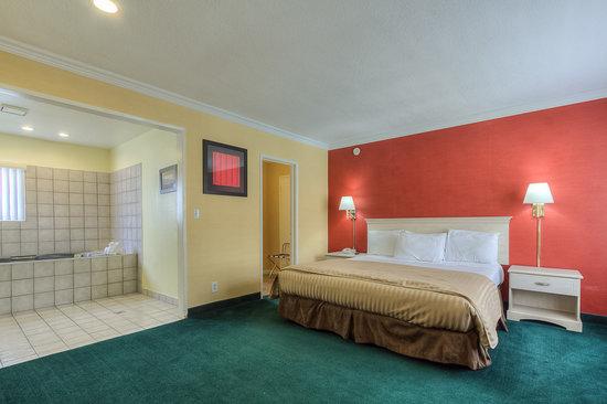 Americas Best Value Inn & Suites: Jacuzzi Suite 2
