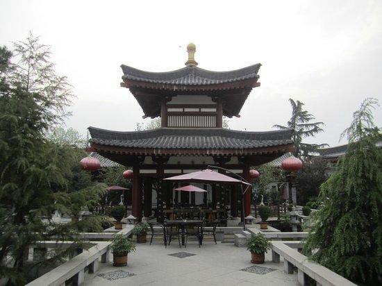 Tang Dynasty Art Garden Hotel: Lovely courtyards
