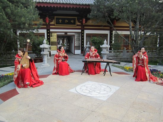 Tang Dynasty Art Garden Hotel: The traditional music is one of the highlights