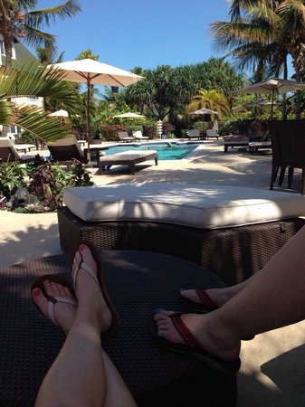 Ports of Call Resort: Relaxing by the pool