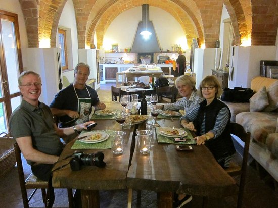 Arianna & Friends Day Tours: Tuscan cooking class
