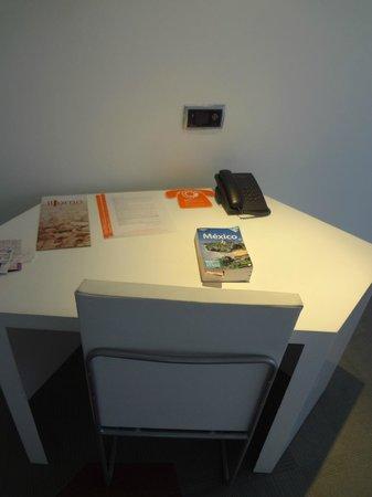 Room Mate Valentina: escritorio