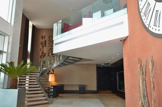 Hotel Baia Luanda: Escadas de acesso ao restaurante