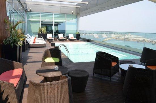 Hotel Baia Luanda: Lounge e piscina