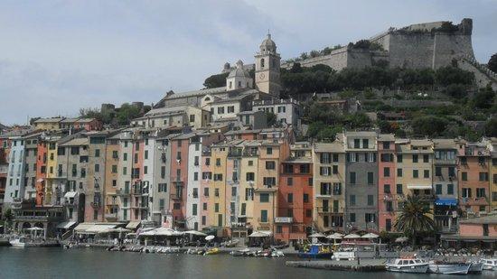 Portovenere : Muros bajan desde el cerro
