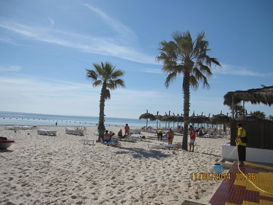 El Mouradi Club Kantaoui : Пляж перед отелем