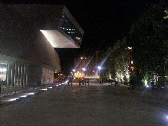 MAXXI - Museo Nazionale Delle Arti del XXI Secolo : Shoot by night