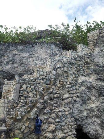 Citronella: Round House cliff