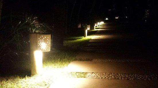 Serena Hotel Boutique Buzios: Iluminação moderna e funcional.