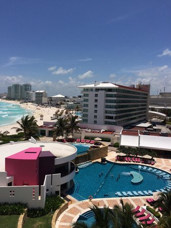 Krystal Grand Punta Cancun: Our view when we looked left.