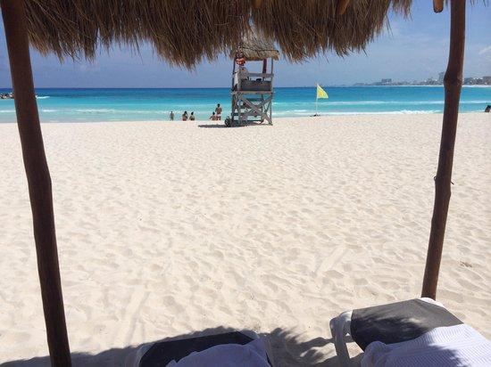 Krystal Grand Punta Cancun: Enjoy and relax! Easy beach access!