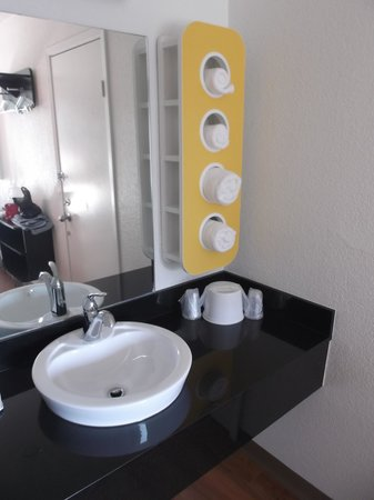 Motel 6 Ventura Beach: Luxury / Room 215.