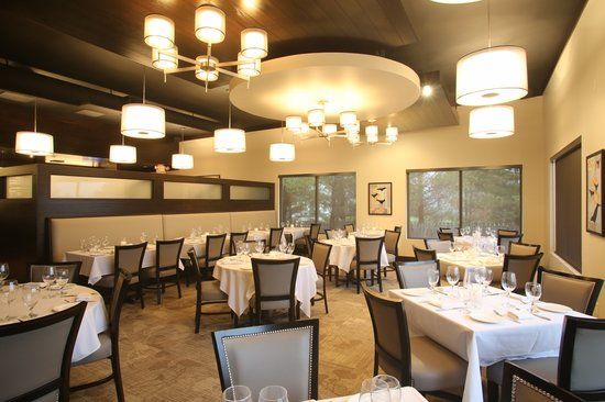 Red Crow Grille: Main Dining Room