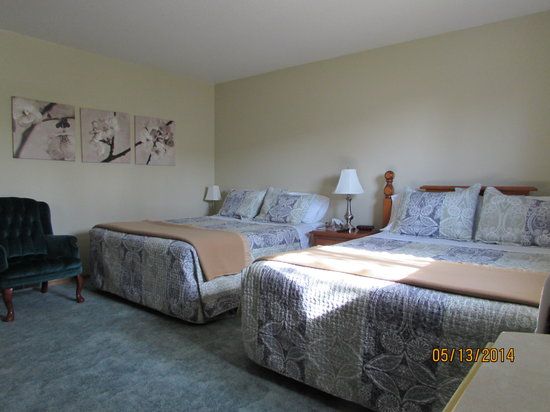 Newcastle Country Inn: 2 Queen beds
